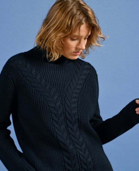 <strong>Mat de Misaine</strong><br>Navy chunky cable knit jumper<br>£139